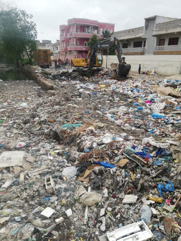 Naya Pakistan of Corrupt Imran Khan. Extracts maximum revenue from Karachi but no civic amenities. Tonnes of garbage lying on the streets of Karachi