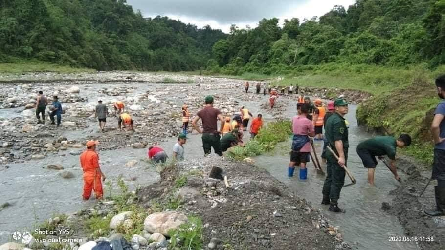 China Fails To Create Rift Between India And Bhutan: Water flow stopped due to Natural Causes. In fact Bhutan deputed its own workers to clear the Channels and release water into India.