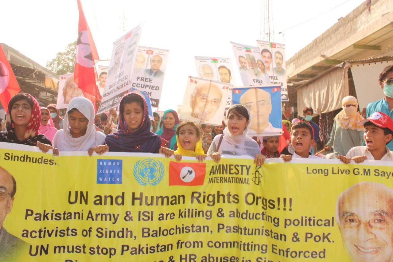 Civilians protest in Karachi against Pakistan Army and Pakistan Intelligence Agency ISI for killing and abducting political activists in Sindh
