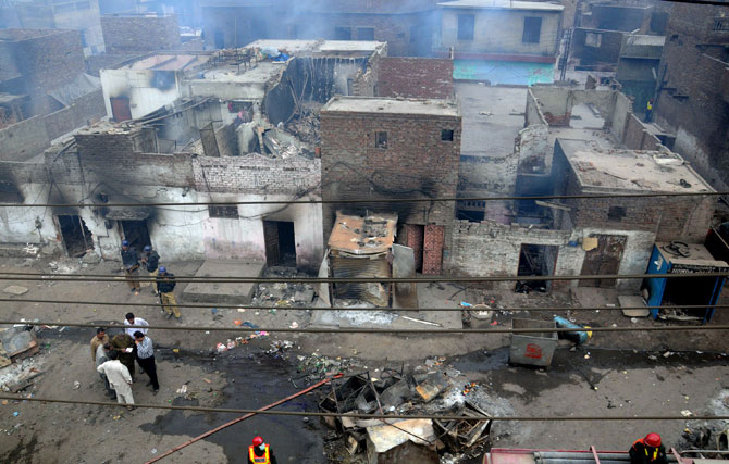 Christian Houses burnt in Pakistan, after thousands of Radical Islamist attacked a Christian neighborhood on 9-March 2013