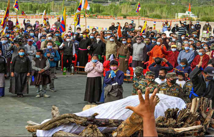 Tibetan Soldiers in PLA Hesitant to Fight against India : Last rites of Tibetan Soldier working for Indian Army Martyred