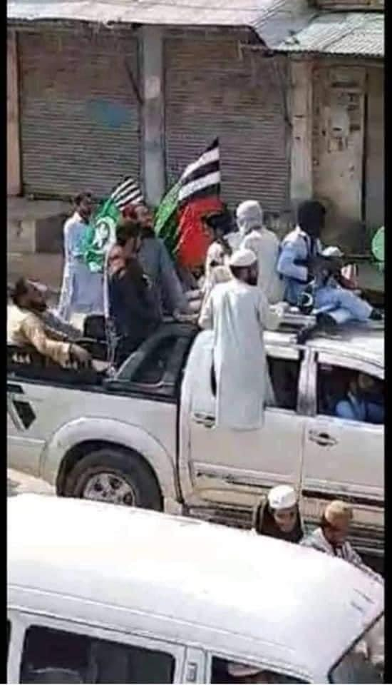 Radical Sunnis and Terrorists carrying Guns moving around the streets of Karachi