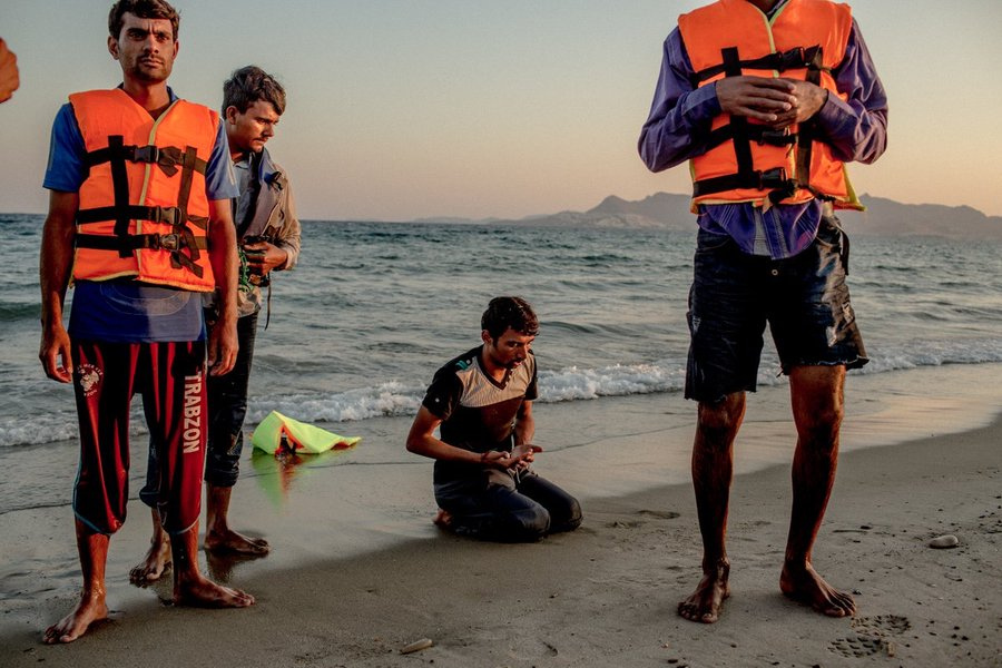 Imran Khan Risking The Future Of Pakistanis In France? Five years ago at the beginning of the so called European Refugee Crisis, men from Pakistan pray on the beach of the Greek island of Kos. They fled over the Mediterranean to Europe.