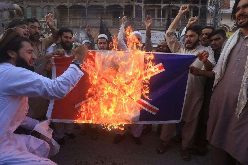 Imran Khan Risking The Future Of Pakistanis In France? Angry Islamist Radical Protesters in Pakistan