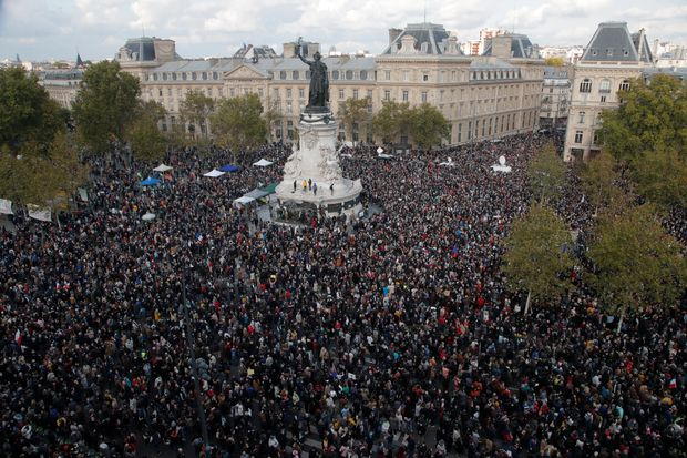 Islamist Radicals in Pakistan and Turkey have threatened France of a war in the name of Jihad : Thousands of French Protesters gathered