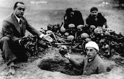 A group of people, among them Harutyun Hovakimyan, are digging from the earth the remains of Armenian victims, Der-Zor, 1938s   Armenian Genocide   NewsComWorld.com